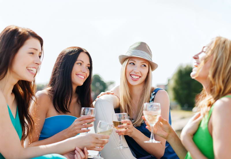 Group of Young women on a hunter valley full day wine tour with Hunter valley wine tour specialists